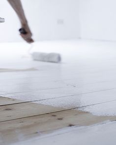 Cottage renovations – painting floorboards white white painted floors - Jessica Rose Williams Decking of an property is essentially the most remarkable interior architec. White Painted Wood Floors, Painted Floorboards, White Wooden Floor, White Floorboards, Painted Boards, Bedroom Wooden Floor, Bedroom Flooring, Painting Wooden Furniture, Painting On Wood