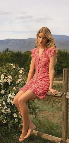 Grunge Outfits, Fashion Outfits, Senior Photo Outfits, Senior Pictures, Casual Dresses For Women, Short Sleeve Dresses, Summer Family Photos, Summer Outfits, Woman Outfits