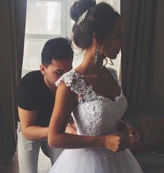 I love a brunette bride … Debutante Dresses, Brunette Bride, Guy Best Friend, Deb Dresses, Ugly Dresses, Friend Goals, Best Friends Forever, Mode Style, Bffs