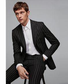 Blazer traje raya diplomática in 2019 Mens Fashion Blazer, Suit Fashion, Style Fashion, Fashion 1920s, Black Pinstripe Suit, Zara Suits, Mode Costume, Vintage Clothing Online, Suit And Tie