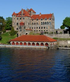Singer Castle ~ Thousand Islands, New York~~cruised by here many times in my youth. Now open to the public! Dream Vacations, Vacation Spots, Alexandria Bay New York, Saint Lawrence River, St Lawrence, Castles In America, Connecticut, Wonderful Places, Beautiful Places
