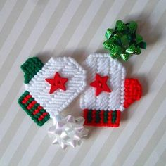 Plastic Canvas: Holiday Star Mini Mitten Magnets