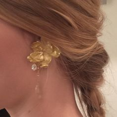 The wild rose earring in 18 carat gold with a rotilquartz and a diamond drop. Ethnic Jewelry, Fine Jewelry, Jewellery, Rose Earrings, Pearl Earrings, Gold Texture, Carat Gold, Round Diamonds, White Gold