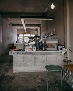 Lovely coffee shop 😍 Check out for the most beautiful coffee shops in the world 👍🏻 ・・・ 📷 Small Coffee Shop, Coffee Shop Bar, Coffee Shop Design, Cafe Design, Coffee Shops, Industrial Coffee Shop, Industrial Cafe, Loft Cafe, Deco Restaurant