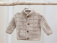 Kuschlige Baby-Strickjacke Gr. 62 mit Steh-Kragen von Die Oma strickt auf DaWanda.com