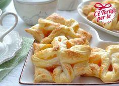 Ecco la #colazione golosissima proposta per questo #weekend: Sfoglie fior di albicocca.  Non c'è modo migliore per cominciare bene la giornata.  Clicca e scopri come preparare la ricetta...