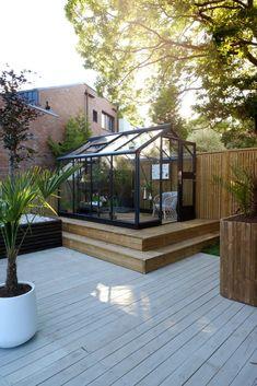 Se Kristins gode soner i uterommet - Jotun Uteinspirasjon Backyard Greenhouse, Outdoor Spaces, Outdoor Decor, Garden Inspiration, Sweet Home, Green Houses, Plants, Outdoors, Home Decor