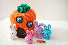 What better way to add a little fun to Easter Baskets this year than with this adorable micro family of traveling rabbits!? This free crochet pattern will get you on track to giving your kids the most unique and fun baskets around….while still featuring your hand-made touch!