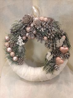 Vanocni venec Rustic Christmas, Winter Christmas, Christmas Time, Christmas Crafts, Christmas Ornaments, Homemade Christmas Decorations, Holiday Decor, Thrifty Decor Chick, Xmas Wreaths