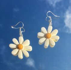 adorable daisy earrings super lightweight & dainty perfect accessory for any outfit ! Funky Earrings, Funky Jewelry, Ear Jewelry, Trendy Jewelry, Diy Earrings, Cute Jewelry, Jewelery, Jewelry Accessories, Fashion Accessories