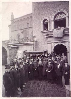 Representation of the Jewish community in Krakow - outside the Old Synagogue, waiting for Polish President Ignacy Moscicki (30 September 1927)