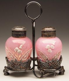 salt and pepper shakers Pink Dishes, Condiment Sets, Antique Glassware, Salt And Pepper Set, Everything Pink, Vintage Dishes, Shabby, Carnival Glass, Salt Pepper Shakers