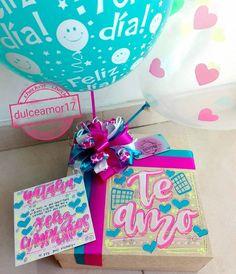 Hermosos detalles 💜 @dulceamor17 Hermosos y deliciosos desayunos, meriendas y anche... | Yooying Gift Wrapping Bows, Surprise Box, Relationship Gifts, Paper Crafts Origami, Ideas Para Fiestas, Happy Love, Gift Baskets, Cardmaking, Balloons