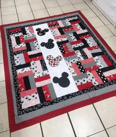 Quilting Projects, Quilting Designs, Sewing Projects, Disney Quilt, Disney Bedding, Mickey Mouse Quilt, Minnie Mouse, Disney Cards, Baby Quilt Patterns