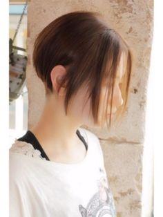 ツーブロック 前下がりナチュラル ボブ ヘアスタイル 美髪 短い