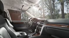 Automotive independence: The Audi Q7 with permanent four-wheel-drive, the largest luggage space in its class and a versatile interior concept. Source: Audi AG