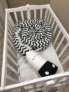 Baby crib bumper ZEBRA Pillow Handmade Baby Bed Bumper Baby Baby Crib Bumpers, Baby Cribs, Baby Inside, Toddler Sleep, Baby Boy Nurseries, Baby Design, Handmade Baby, Baby Room, Gifts For Kids