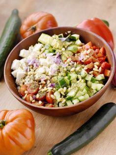 Salade grecque façon buddha bowl - The Best Italian Recipes Best Italian Recipes, Greek Recipes, Raw Food Recipes, Healthy Recipes, Zucchini, Poke Bowl, Greek Salad, Healthy Eating Tips, Queso Feta