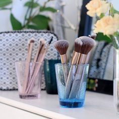 LOOKS by cailap #Cailap #makeupbrushes Makeup Brushes, Diffuser, Instagram Posts, Beauty, Paint Brushes, Beauty Illustration