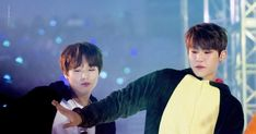 171217 Wanna One Premier Fancon Day 3 in Seoul Produce 101, Seong, Jinyoung, Sausage, Dan, Kpop, Couples, Celebrities, Cute