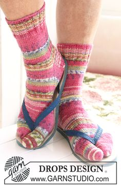 """DROPS socks with big toes in """"Fabel"""". Knitted Socks Free Pattern, Knitting Socks, Free Knitting Patterns For Women, Knit Patterns, Socks And Sandals, Socks With Toes, Crochet Newsboy Hat, Tabi Socks, Flipflops"""