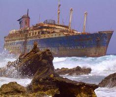 El SS Aerican Star encallado en una playa de Fuerteventura, en las Islas Canarias