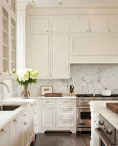 Ceiling height cabinets, marble backsplash, it's the perfect #kitchendesign