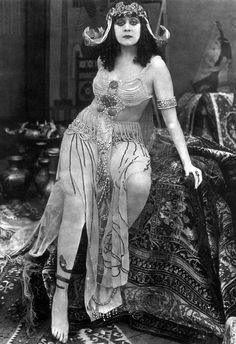 pola negri the vamp. | Mary Nolan, une autre ex-Ziegfeld Girl, fit scandale pour son ...