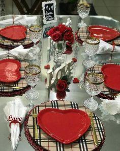 Dicas de Decoração para o Dia dos Namorados! Vintage Party Decorations, Valentine Decorations, Table Place Settings, How To Dress A Bed, Dinning Table, Shabby Chic Cottage, Deco Table, Decoration Table, Tablescapes