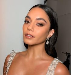 My Celeb Crushes (Search results for: Vanessa hudgens) Vanessa Hudgens Makeup, Vanessa Hudgens Style, Jlo Makeup, Beauty Makeup, Hair Makeup, Red Dress Makeup, Beauty Bar, Zac Efron And Vanessa, Homecoming Makeup