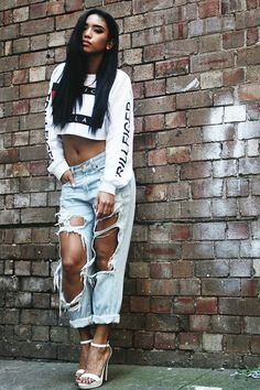 denim pants, jeans, street style inspiration, street wear, ripped jeans, crop top, summer style, cropped top, black women hairstyle