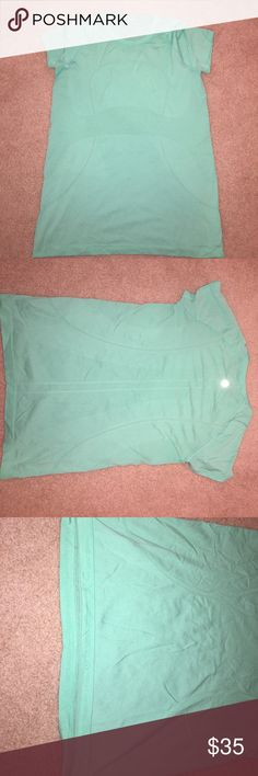 Lululemon green swiftly tshirt turquoise/sea green lululemon unsure of size looks like a large/XL (8/10/12) PERFECT CONDITION lululemon athletica Tops Tees - Short Sleeve