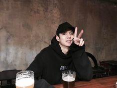 Korean Model, Basketball Players, Handsome, Graphic Sweatshirt, Moon, Beauty, Instagram, Water, Fashion