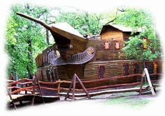 This unique and imaginative playground was build by our creative wood design company. Dieser einzigartige fantasievolle Holz-Spielplatz wurde durch unsere künstlerische Holzgestaltung errichtet. #Robinie #Robinienholz #Spielanlage #Spielplatz #Rollenspiel #Spaß #Abenteuer #Fantasie #robinia #robiniawood #playground #playfield #park #woodenpark #roleplay #fun #fantasy #Spielschiff #Boot #Spielboot #playboat #ship #boat