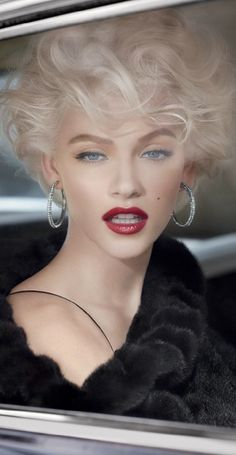 Wow! Gorgeous much? I love this modern take on Marilyn Monroe's look.... this woman nailed it.