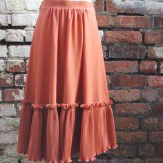 Iris Dinu - Look at the Cut, stylist, style, styling,vintage, skirt, girla, lady, fashion