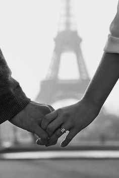 This is the perfect engagement ring photo in front of the Eiffel Tower! Engagement Hand, Paris Engagement Photos, Engagement Photo Poses, Engagement Photo Inspiration, Perfect Engagement Ring, Engagement Pictures, Engagement Photography, Wedding Engagement, Wedding Bride