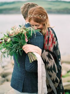 The coziest couple moment: http://www.stylemepretty.com/destination-weddings/2015/09/03/coastal-poldark-inspired-anniversary-love-session/ | Photography: Imogen Xiana - http://www.imogenxiana.com/