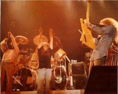 Allen with his Explorer doing his thing. Steve Gaines, Gary Rossington, Lynard Skynard, Allen Collins, Ronnie Van Zant, Southern Men, 1970s Bands, Best Rock, Great Bands