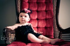 My sister needs to have a little girl so we can take a picture like this!