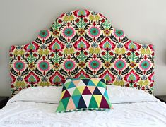 If you just moved into college, a DIY dorm headboard is the perfect way to kick off your dorm room attire! Check out these ways to upgrade your headboard! Diy King Headboard, Picture Headboard, Make Your Own Headboard, Headboards For Beds, Headboard Ideas, Diy Leather Tote, Waverly Fabric, Easy Shape, Dorm Decorations
