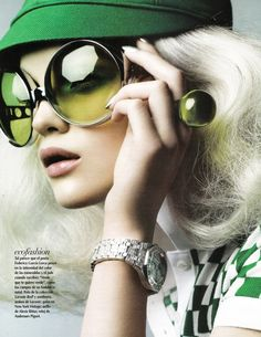 Bold! This look is retro and modern at the same time. I really like the green visor and the matching shirt with the geometric pattern. Rosie Tupper | Sarah Silver #photography | Vogue Mexico June 2010