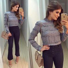 WEBSTA @ arianecanovas - {All Blue 💙} Look @uniquechicoficial de hoje! Calça pantacourt jeans (meu xodó) com camisa linda estampada! • #ootd #selfie #lookoftheday #lookdodia #blogtrendalert