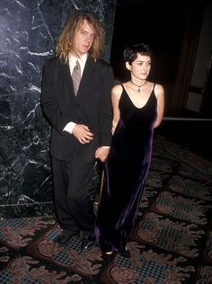 These throwback pictures of Winona Ryder from the prove her style is still inspiring today. Winona Ryder Style, Winona Ryder 90s, Iconic Dresses, Gala Dresses, Her Style, Cool Style, Winona Forever, Nostalgia, Vanity Fair Oscar Party