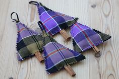 These rustic Christmas tree decorations are so simple to make. Stitch them by hand, with a sewing machine or for the no-sew option, stick. Christmas Decorations Sewing, Sewn Christmas Ornaments, Tartan Christmas, Cowboy Christmas, Christmas Makes, Rustic Christmas, Christmas Tree Ornaments, Christmas Diy, Christmas Bazaar Ideas