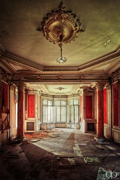 derelictmetropolis:    Salon Royale (by David Pinzer)