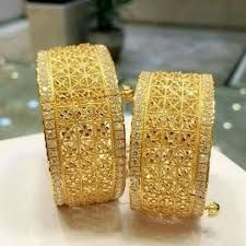 How To Clean Gold Jewelry With Baking Soda Gold Bangles Design, Gold Earrings Designs, Gold Jewellery Design, Designer Bangles, Gold Designs, Diamond Jewellery, Designer Wear, Pakistani Bridal Jewelry, Indian Wedding Jewelry