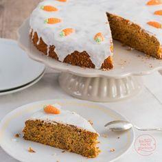 Köstlicher Karottenkuchen (Möhrenkuchen, Rüblitorte). Das besondere an diesem Karottenkuchenrezept ist, dass der Möhrenkuchen ohne Mehl auskommt. Baking Recipes, Cake Recipes, Sugar Free Deserts, Torte Cake, Brownie Desserts, Vegan Sugar, Gluten Free Cakes, Cakes And More, Cake Cookies