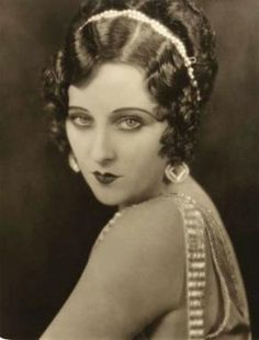 Dorothy Revier (1904-1993) Silent screen vamp who broke into films at age 17 in 1921. Retired from films in 1936 and turned to writing and painting.