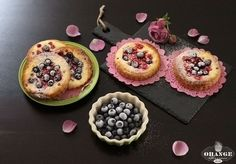 brioche with cream cheese filling and berries